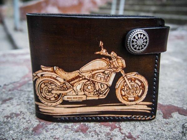 кожаный кошелек с мотоциклом фото