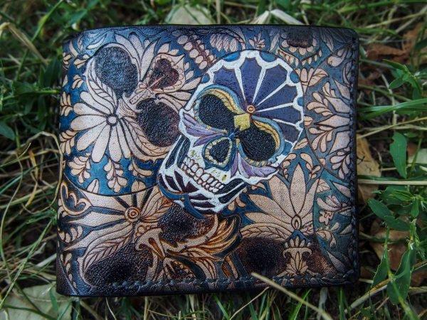 Кожаный кошелек черепа в цветах фото