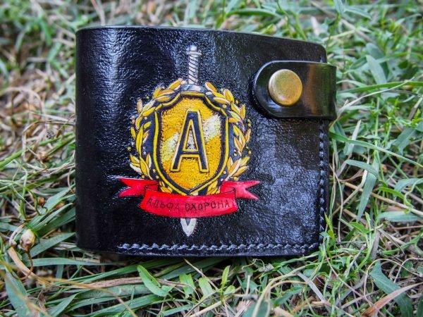 кожаный кошелек с логотипом фото