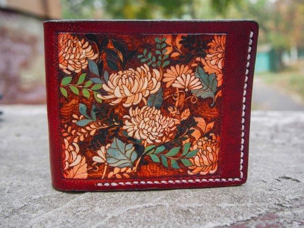Кожаный кошелек с цветами фото