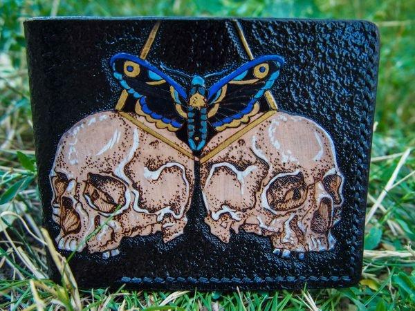 кожаный кошелек с черепами и бабочкой фото