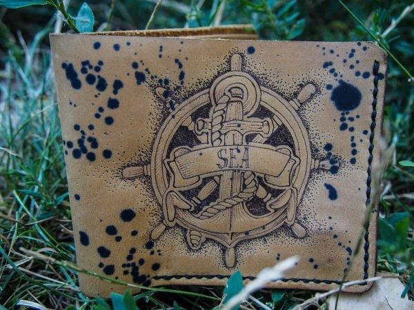 кожаный кошелек с якорем фото
