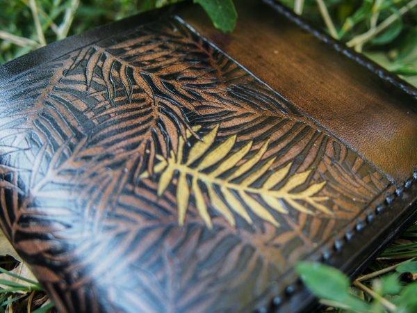 кожаный кошелек листья фото