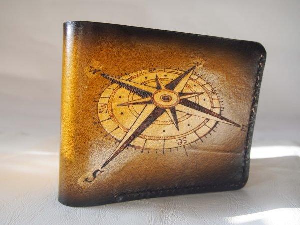кожаный кошелек компас винтажный фото