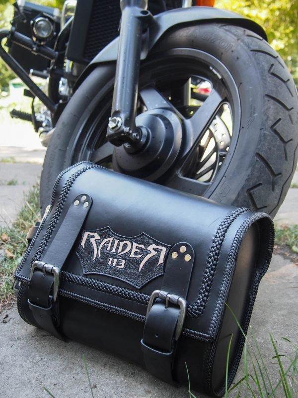 кожаный кофр на мотоцикл фото