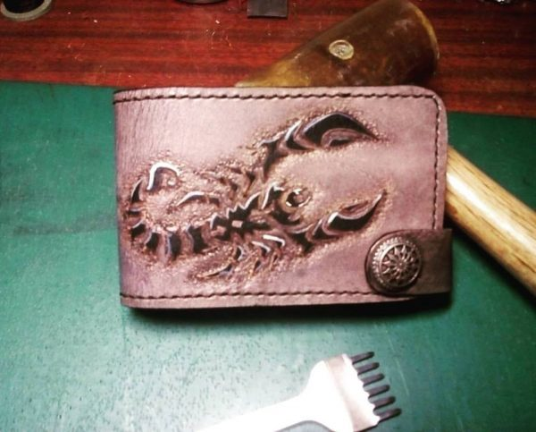 кожаная карманная визитница скорпион фото