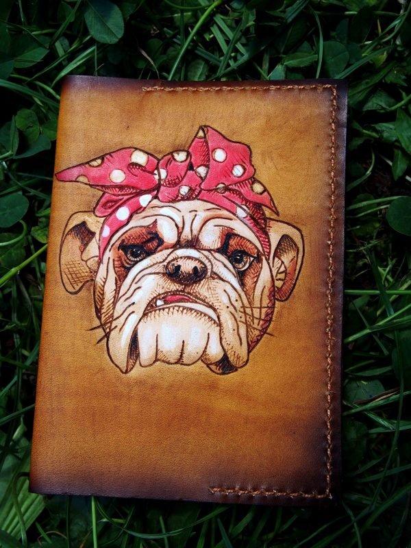 Кожаная обложка на паспорт Бульдог фото
