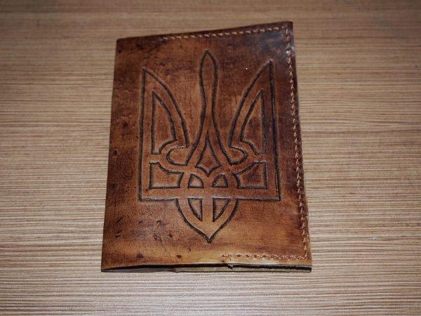 Кожаная обложка на паспорт Герб Украины коричневая фото 1