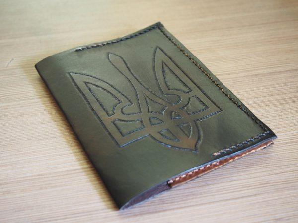 кожаная обложка на паспорт Герб черная фото 1