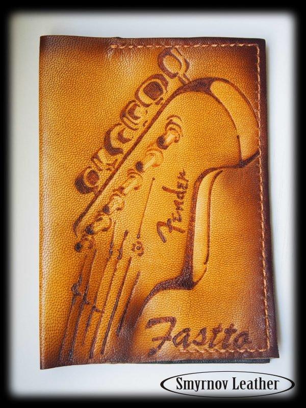Кожаная обложка на паспорт Гриф фото