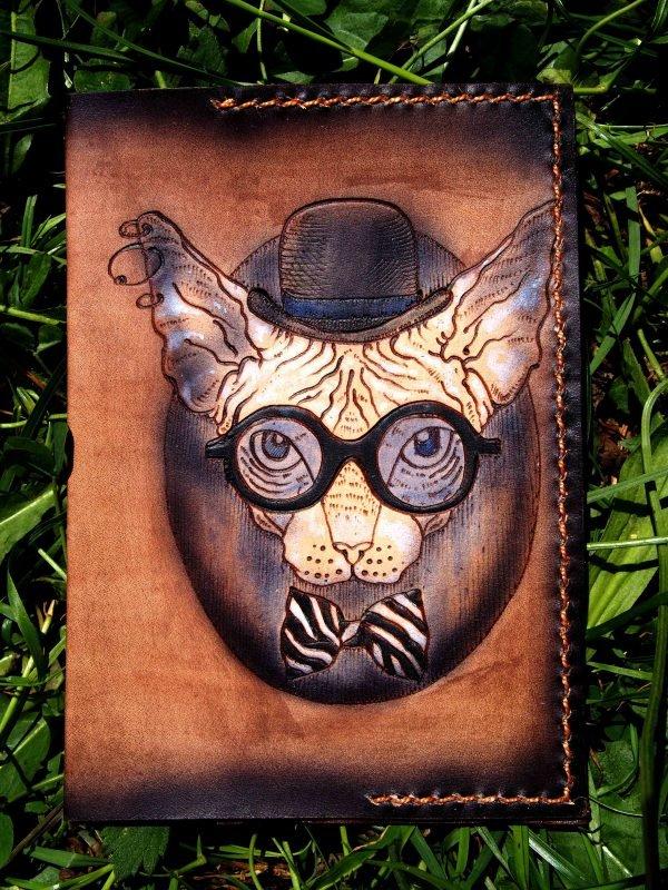 Кожаная обложка на паспорт Кот ученый фото