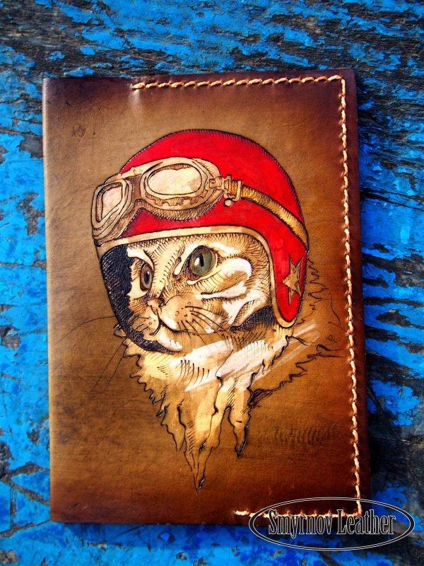Кожаная обложка на паспорт Кошка Пилот фото
