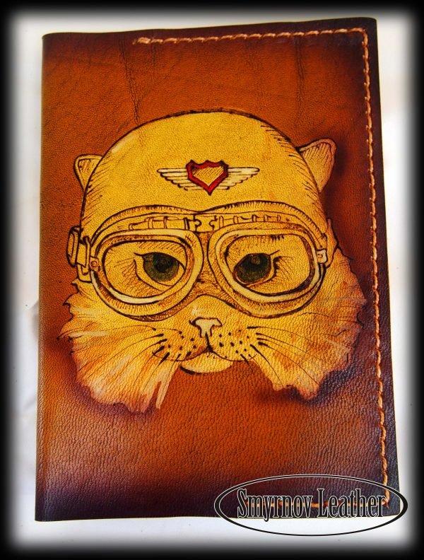 Кожаная обложка на паспорт Кошка летчик фото