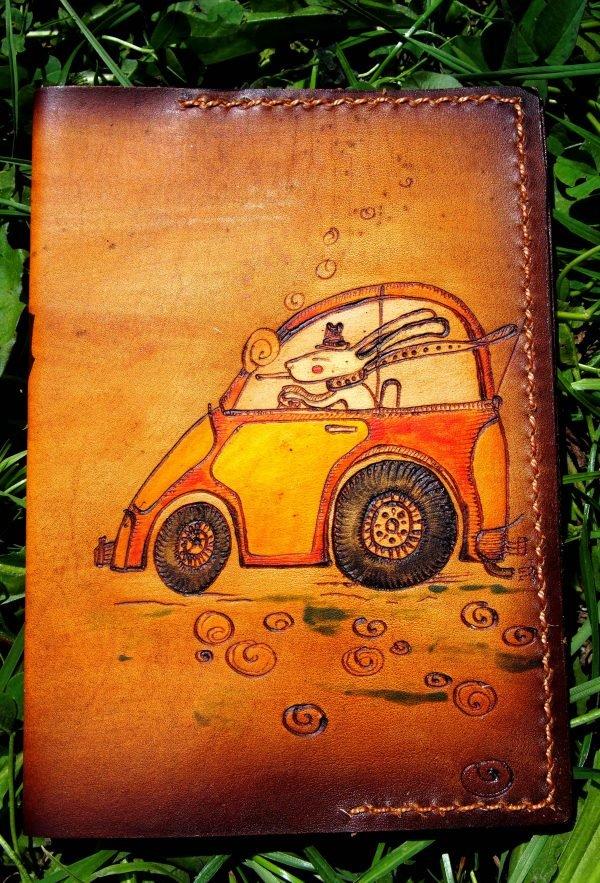 Кожаная обложка на паспорт Кролик на авто фото 1