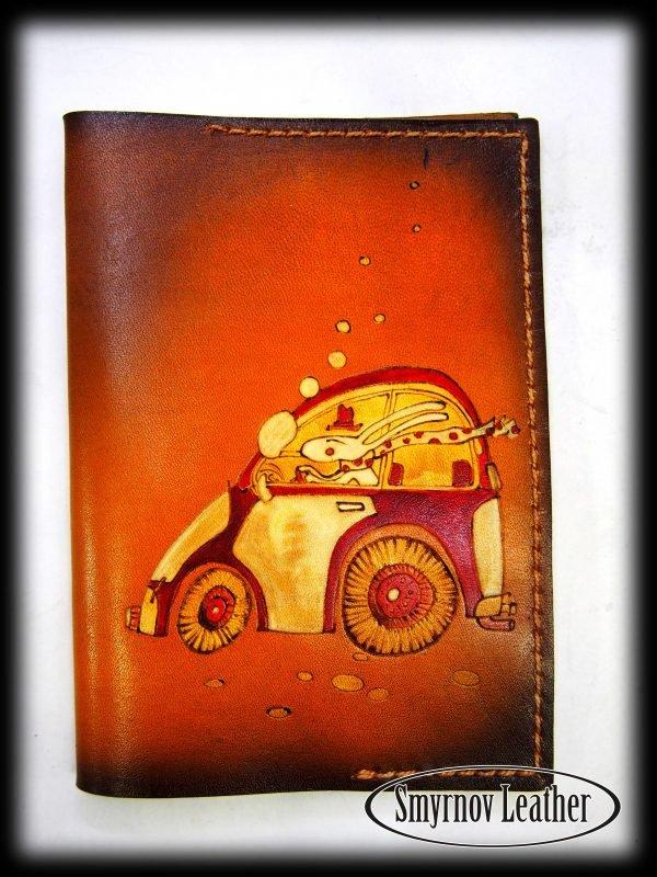 Кожаная обложка на паспорт Кролик на авто фото