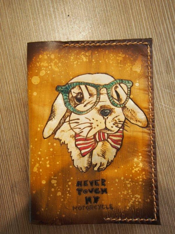 Кожаная обложка на паспорт Кролик фото