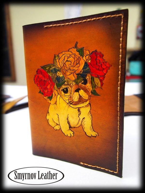 Кожаная обложка на паспорт Мопс фото