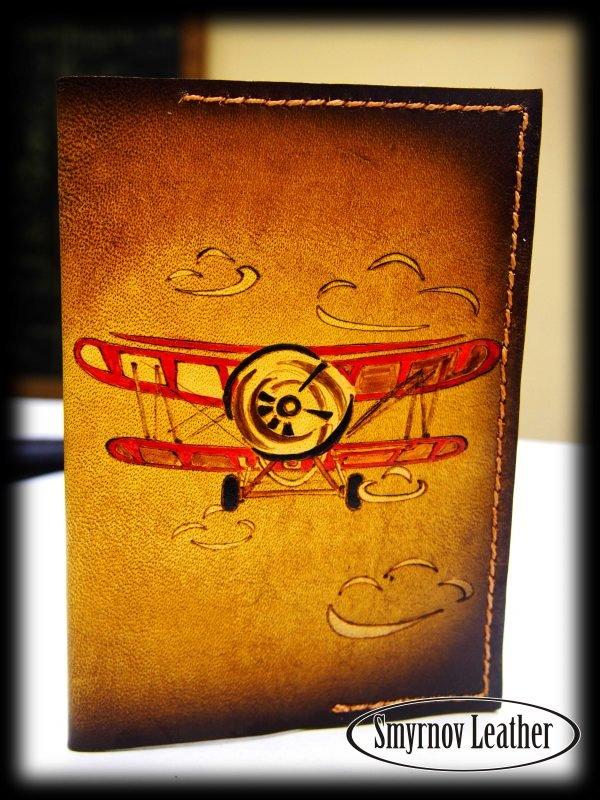 Кожаная обложка на паспорт Красный Самолет фото