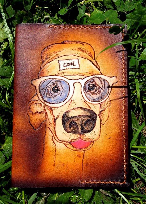 Кожаная обложка на паспорт Пес в очках фото