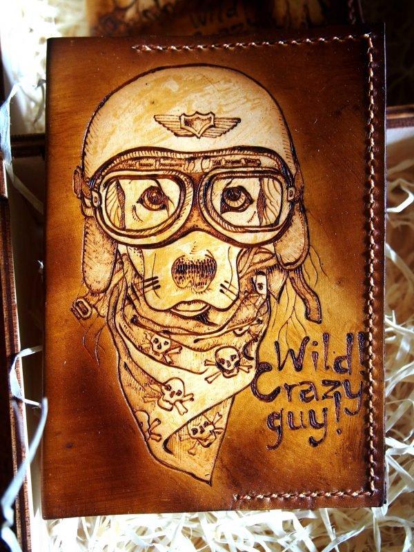 Кожаная обложка на паспорт Собака в шлеме фото