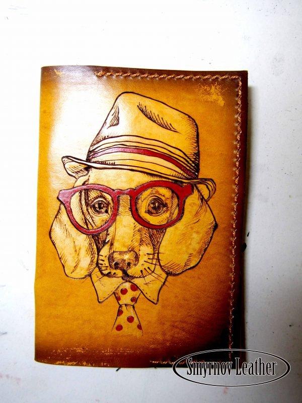 Кожаная обложка на паспорт Пес в Шляпе фото
