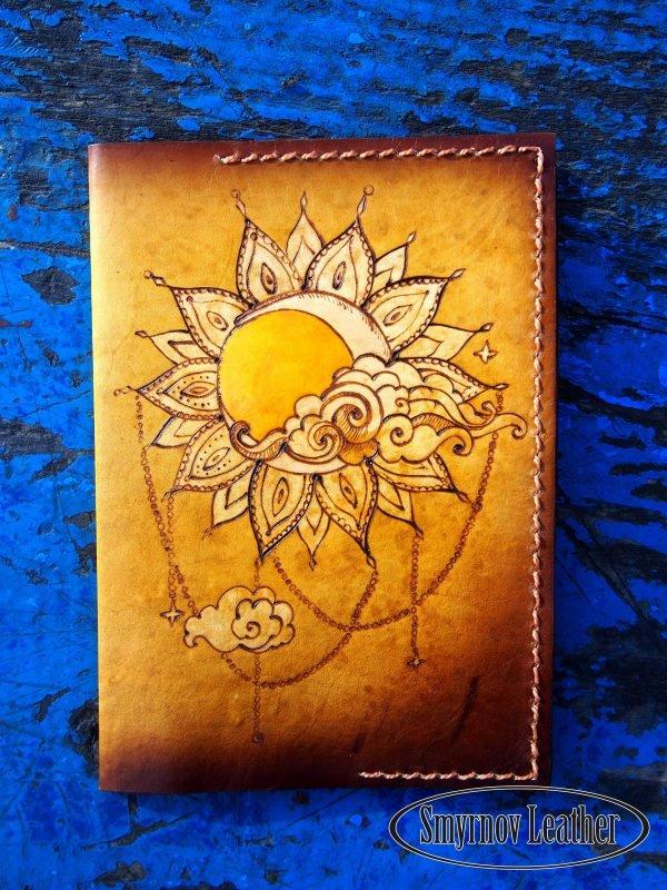 Кожаная обложка на паспорт Солнце фото