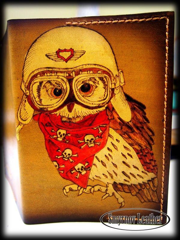 Кожаная обложка на паспорт Сова в шлеме фото