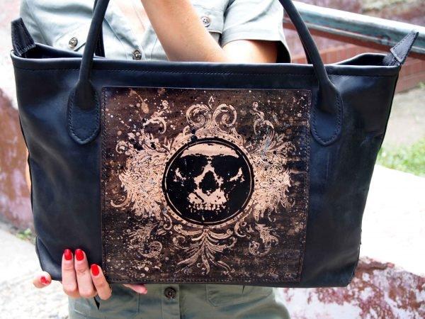 женская кожаная сумка с черепом фото 1