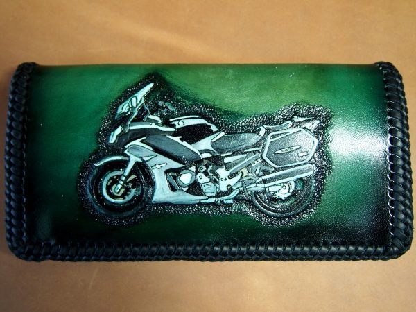 именной кожаный кошелек с мотоциклом фото