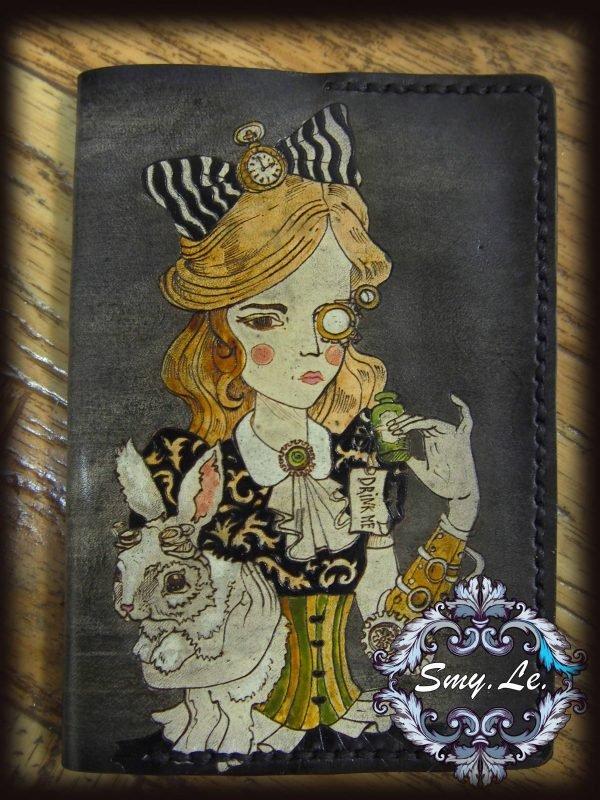 Кожаная обложка на паспорт Алиса фото