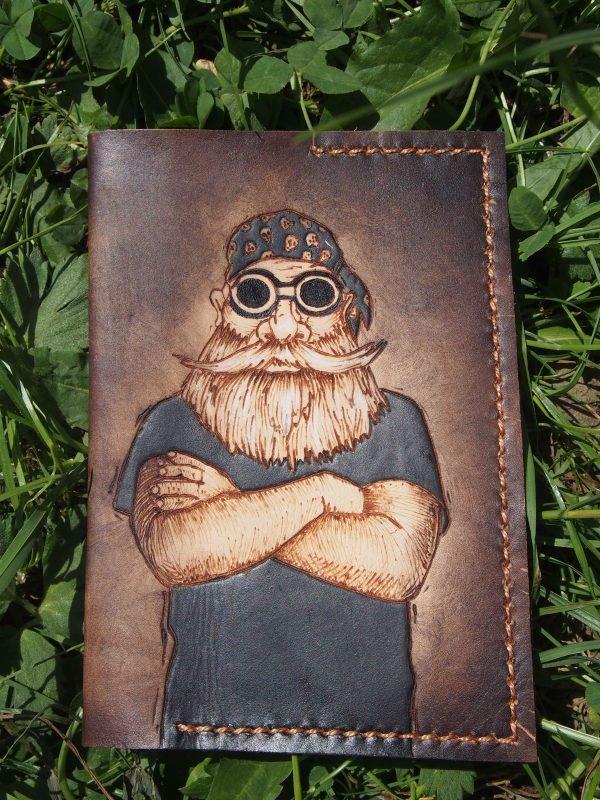 Кожаная обложка на паспорт Байкер фото
