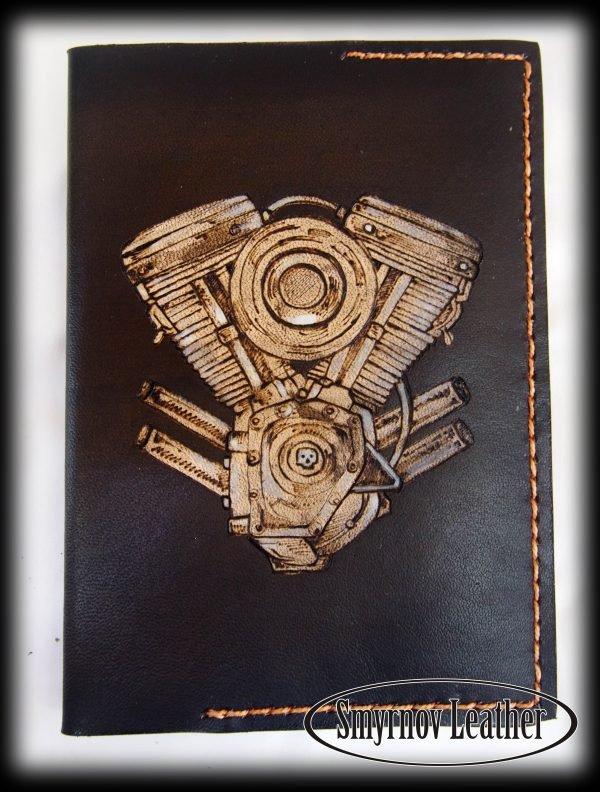 Кожаная обложка на паспорт Двигатель фото