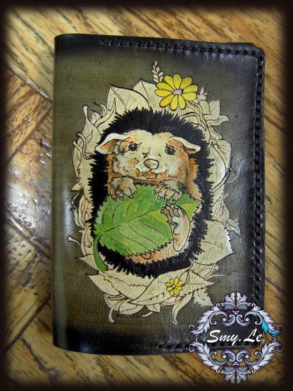 Кожаная обложка на паспорт Ежик фото