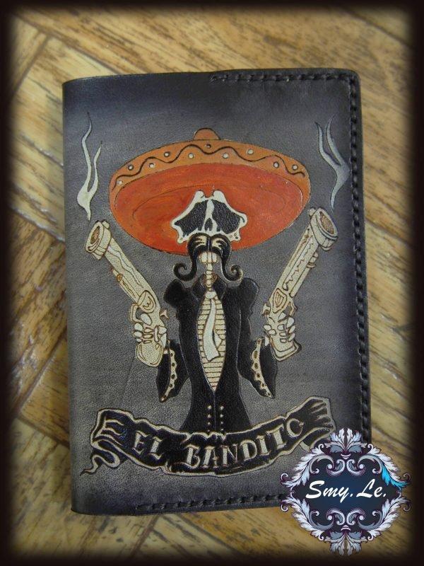 Кожаная обложка на паспорт Бандит фото