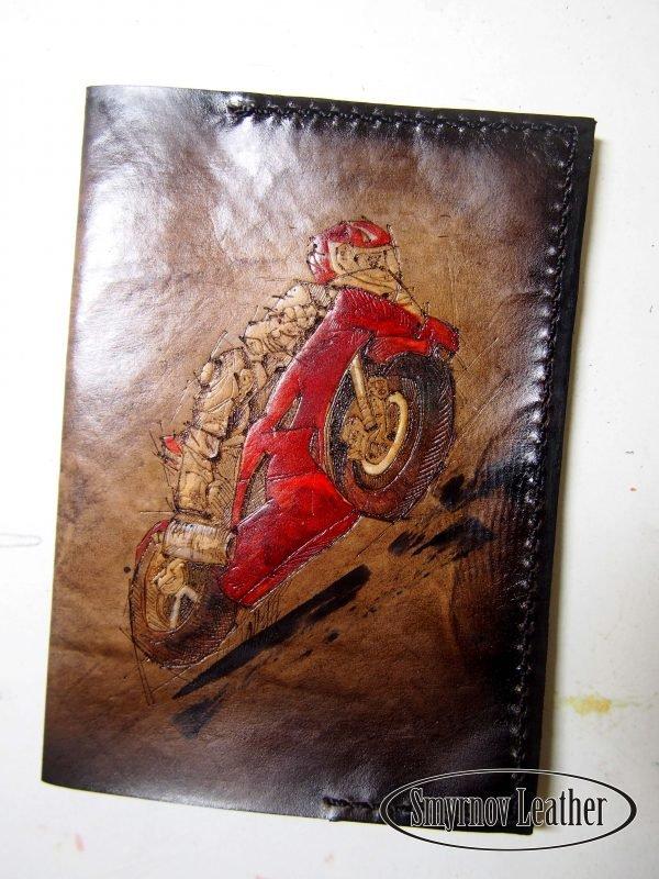 Кожаная обложка на паспорт Мотоцикл фото
