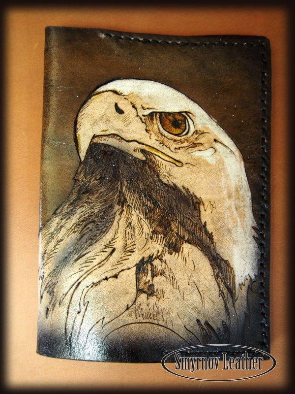 Кожаная обложка на паспорт Орел фото