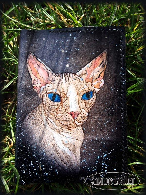 Кожаная обложка на паспорт Сфинкс с голубыми глазами фото