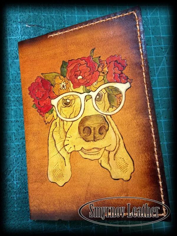 Кожаная обложка на паспорт Пес в венке фото