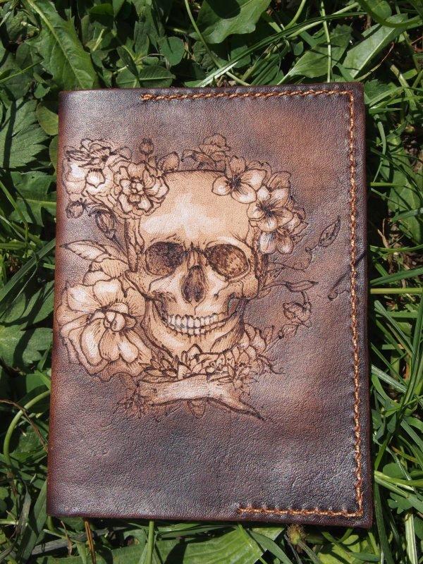 Кожаная обложка на паспорт Череп фото