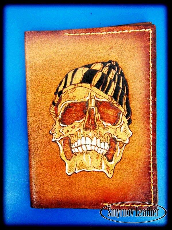 Кожаная облоКожаная обложка на паспорт Череп фотожка на паспорт Череп