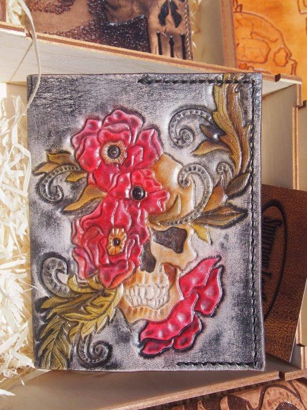 Кожаная обложка на паспорт Череп и цветы фото