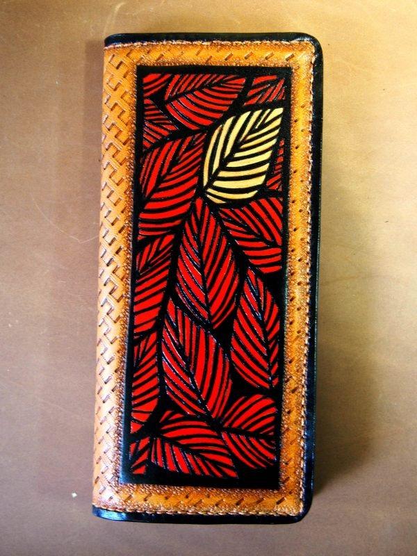 кошелек красный с листьями фото
