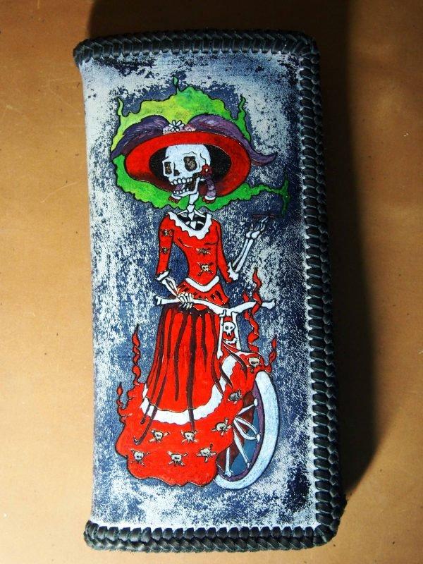 кожаный кошелек девушка-скелет фото