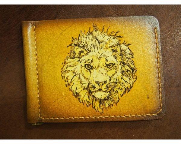Кожаный зажим Лев