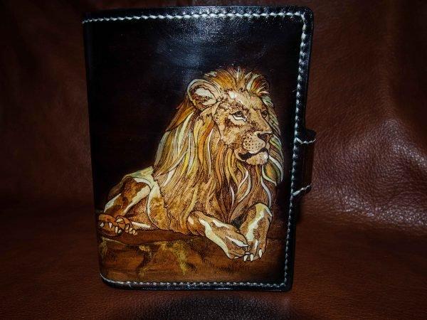 кожаное портмоне лев