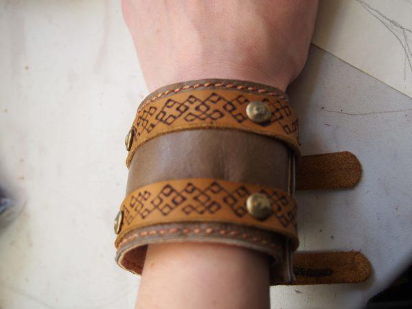 Кожаный браслет Коричневый с узором