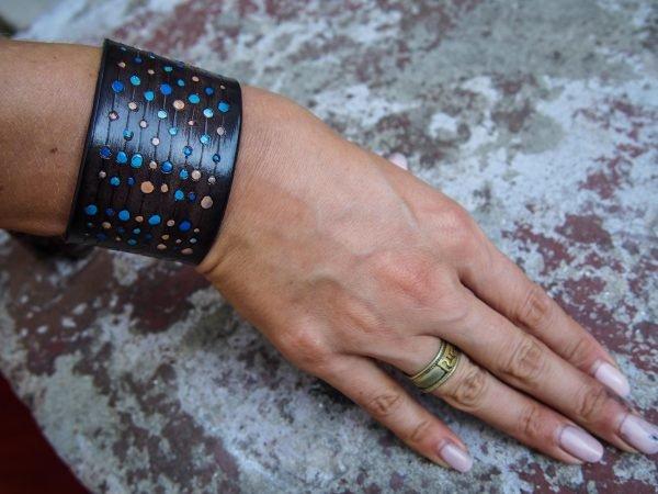 Кожаный браслет Круги синие