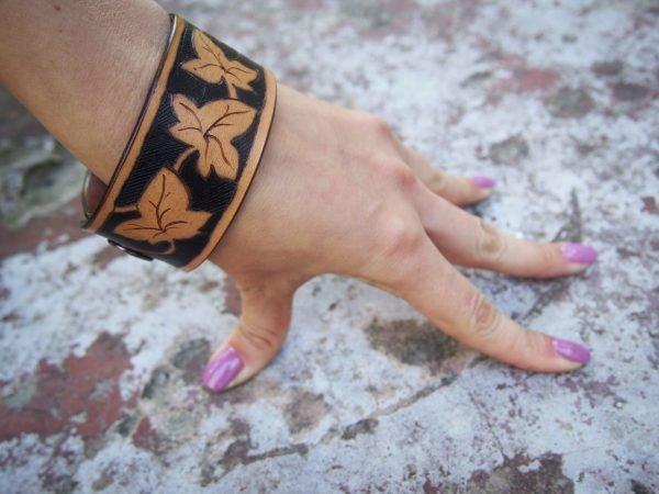 Кожаный браслет Листья
