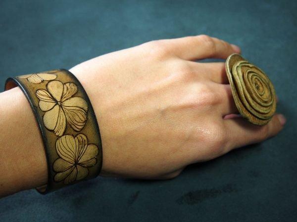 Кожаный браслет Клевер коричневый 1