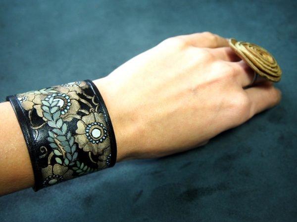 Кожаный браслет Крупные цветы 1